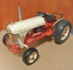 Tractor rood wit 35x18x14cm
