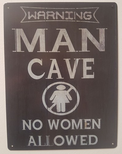 Warning man cave now woman allowed metalen bord