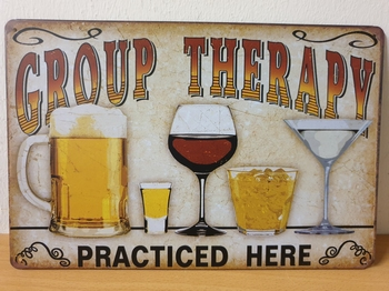 Group therapy practiced here metalen wandbord