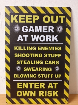 Keep out gamers at work metalen wandbord